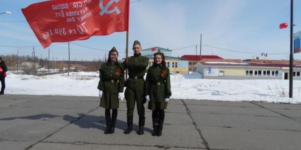 Флагоносцы 9 мая 2016г. В. Гробовая, Д. Бабарыкин, А. Ульянова